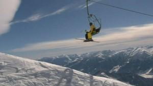 _68499773_skiing
